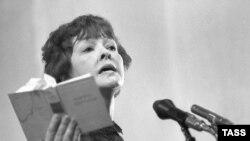 Белла Ахмадулина, 1984 год