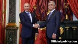 Владимир Путин (слева) и Серж Саргсян (архивное фото)