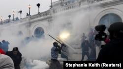 Незгодні з результатами виборів прихильники Трампа штурмували будівлю Капітолію 6 січня