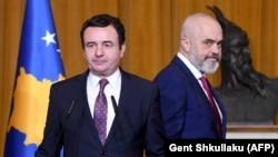 Албанскиот премиер Еди Рама и косовскиот премиер Албин Курти , Тирана, 11 февруари 2020 година