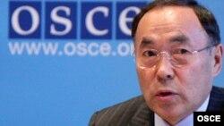 Қазақстанның сыртқы істер министрі Қанат Саудабаев Венадағы баспасөз мәслихатында. 14 қаңтар 2009 жыл.