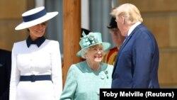 Дональд и Мелания Трамп в обществе королевы Елизаветы II. Лондон, 3 июня 2019 года