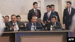 Членовите на делегацијата на сириските бунтовници на разговорите во Астана на 4 мај