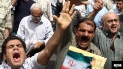 گروهی از طرفداران محمود احمدی نژاد در نماز جمعه ۲۹ خرداد