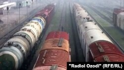 Tajik authorities maintain that more than 300 freight cars with goods bound for Tajikistan are stranded in Uzbekistan.
