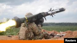Пуск ракети з переносного протитанкового комплексу «Джавелін», ілюстративне фото