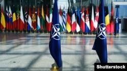 Прапори членів НАТО у штаб-квартирі НАТО у Брюсселі