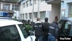 """Полициска акција """"Претседавач"""". Апсење на десетина луѓе за стопански криминал во Машинопромет. Полицијата трага по претседателот на Советот на Општина Центар Мирослав Шиповиќ."""