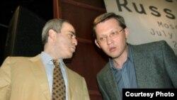 Республиканец Рыжков (справа) полагает, что именно дело в отношении его партии создает прецедент принудительной ликвидации оппозиционных структур