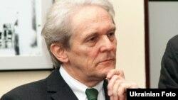 Керівник берлінської клініки «Шаріте» Карл Макс Айнгойпль у Харкові, 13 квітня 2012 року