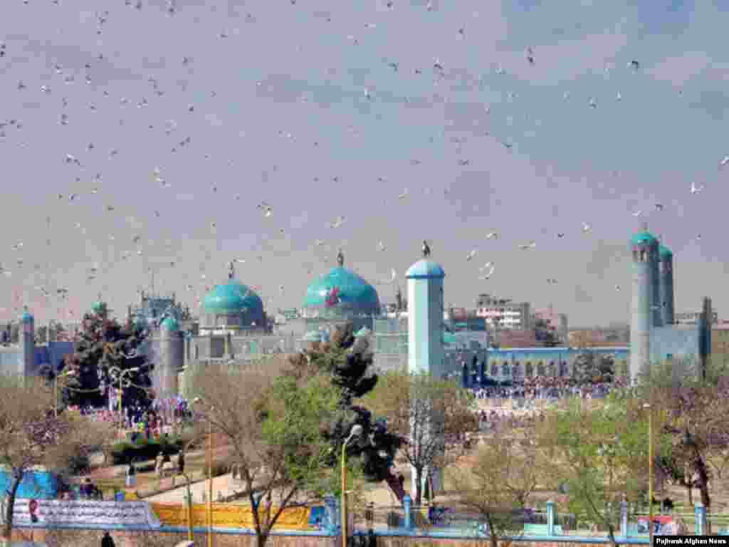 Mazar-e Sharif in northern Afghanistan is a popular pilgrimmage destination for Norouz - Afghanistan - The view of Mazare Sharif on Noruz Day. People usualy make pilgrimage to Mazare Sharif to celebrate New day in the town's shrine. PAJHWOK/Agustinus Wibowo Noruz08