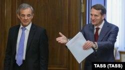Председатель Госдумы России Сергей Нарышкин (справа) и глава французской делегации Тьерри Мариани