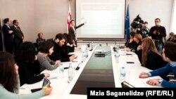 После утверждения новой системы в парламенте министр образования Тамар Саникидзе провела ее презентацию для журналистской аудитории