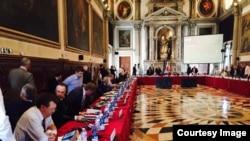 La o ședință a Comisiei de la Veneția