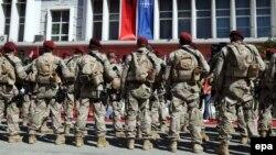 Албански специјалци во Тирана пред заминување во Авганистан на 28 јули 2010