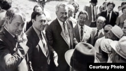 Нурсултан Назарбаев в бытность председателем Совета министров с Динмухамедом Кунаевым.