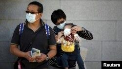 Հարավային Կորեա - Մայրաքաղաք Սեուլի բնակիչները՝պաշտպանիչ դիմակներով, հունիս, 2015թ․