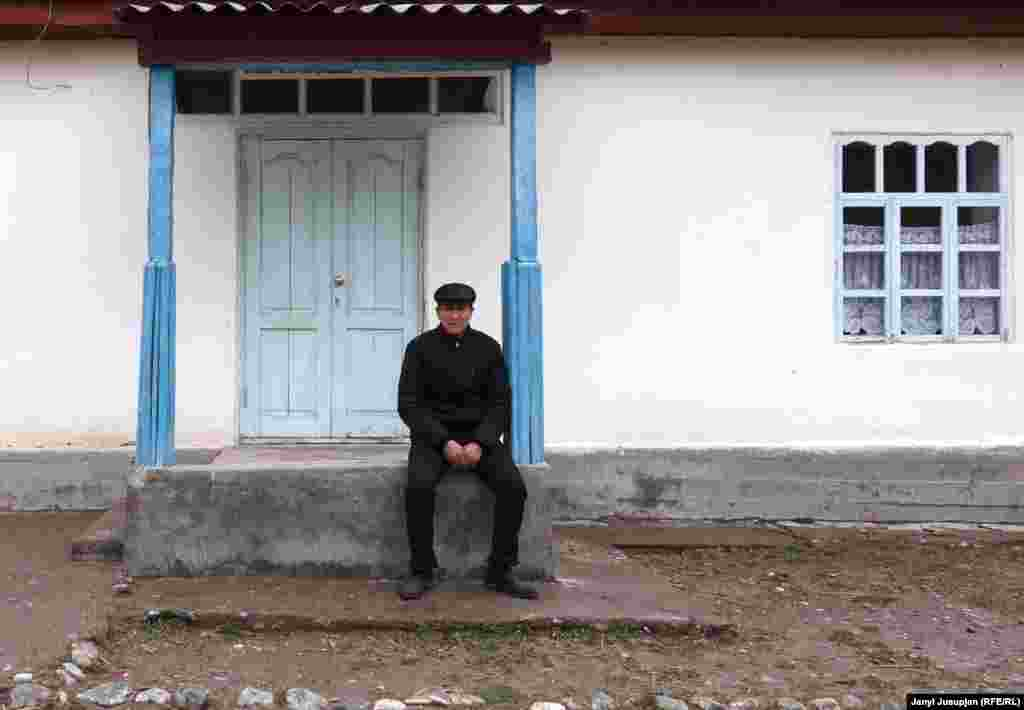 Writer Akim Kojoev came to visit his home village from Kyrgyzstan. He sits on the steps of the new school in the village. Akim graduated university in the Kyrgyz capital, Bishkek. Upon his return, he founded an elementary school in Depshaar, but he later left Tajikistan, citing discrimination. He then wrote a novel called Dragon, describing the deportation of the villagers to the south, and the horrors of a civil war in the 1990s.