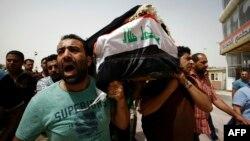 Похороны одного из погибших в результате атаки смертника в районе Каррада в Багдаде в воскресенье. Наджаф, 3 июля 2016 года.