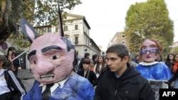 Итальянские студенты тоже имеют свои претензии к Берлускони