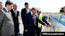 Овик Абрамян знакомится с работами по строительству дорожного коридора «Север - Юг», 8 августа 2014 г․