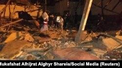 Forcat e sigurisë dhe të emergjencës në kampin e sulmuar të migrantëve në Tripoli.