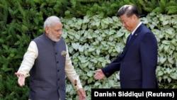 Индия премьери Нарендра Моди менен Кытайдын президенти Си Цзинпиндин кездешүүсү. Индия, 16-октябрь, 2016-жыл.
