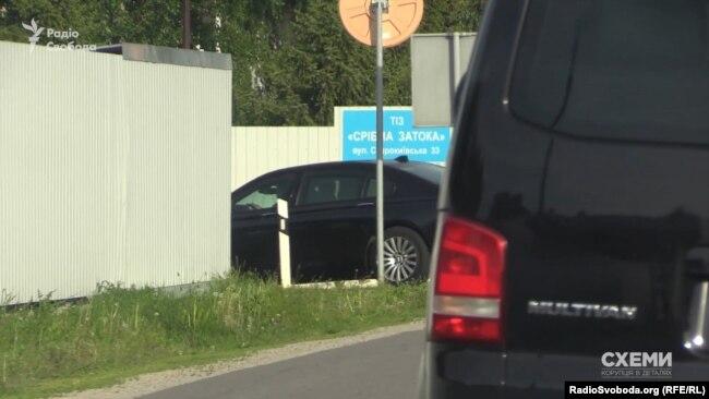 Котреж Коломойського заїжджає до «Срібної затоки», де мешкає Юлія Тимошенко