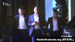 Екс-голова АП Борис Ложкін з охороною