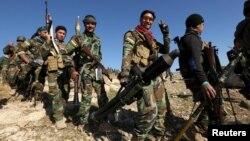 Курдский отряд входит в город Синджар, 13 ноября 2015 г.