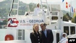 Secretarul de stat Hillary Clinton şi premierul Nika Gilauri la Batumi, 5 iunie 2012.
