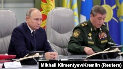 Президент Росії Володимир Путін спостерігав за випробуванням із контрольної кімнати в Міністерстві оборони в Москві