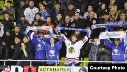 Болельщики хоккейного клуба «Барыс». Астана, 15 октября 2013 года.