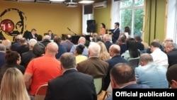 Հանձնակատար Զարեհ Սինանյանի հանդիպումը Ռուսաստանի հայերի միության ներկայացուցիչների հետ, լուսանկարը՝ Մոսկվայում Հայաստանի դեսպանության ֆեյսբուքյան էջից