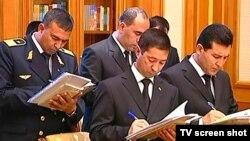 Türkmenistanyň döwlet resmileri.
