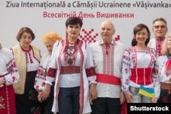 Під час відзначення Всесвітнього дня вишиванки у столиці Молдови. Кишинів, 19 травня 2016 року