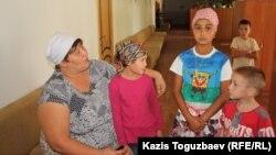 Софронийдің балалар мен қарттар паналайтын баспанасындағы балалар. Алматы облысы, Іле ауданы, 3 қыркүйек 2013 жыл.