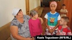 """Дети из """"приюта отца Софрония"""". Алматинская область, 3 сентября 2013 года."""