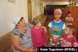 Дети из приюта отца Софрония. Поселок имени Туймебаева Алматинской области, 3 сентября 2013 года.