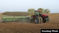 Озодликка сим қоққан ойтуғдиликларга кўра¸ ҳоким буйруғига мувофиқ норозилар устига трактор солинган.