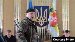 Украинский националист Александр Музычко вдруг стал известен как один из участников событий на киевском Майдане и затем – из видеоролика, где он угрожал прокурору. фото: sk-news.ru