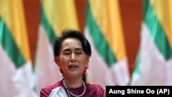 Бирманын мамлекеттик кеңешчиси (өкмөт башчысы) Аун Сан Су Чжи. Нейпйидо (Нейпьидо) шаары. 2017-жылдын 19-сентябры.