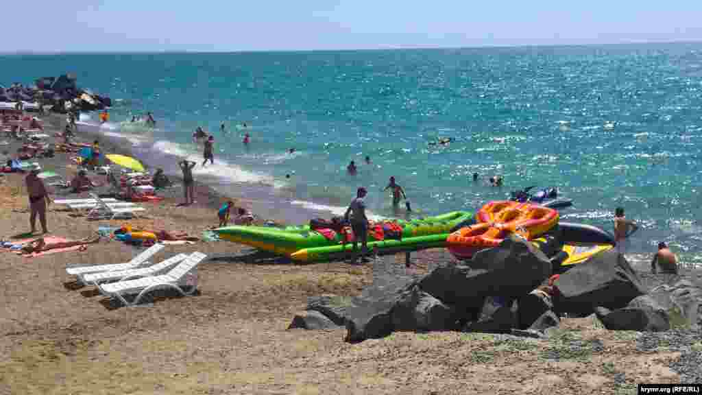 Пляж поселка Николаевка.