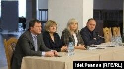 Вице-мэр Уфы Алина Сулейманова (вторая справа)