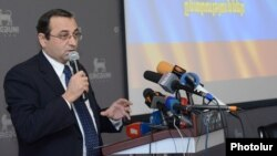 Armenia -- Artsvik Minasian, a leader of Dashnaktsutyun, addresses a political forum in Yerevan, 6Dec2012