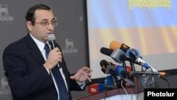 Armenia - Artsvik Minasian, a leader of the Armenian Revolutionary Federation, addresses a forum in Yerevan, 6Dec2012.