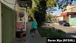 На улице Матвея Воронина много маленьких магазинчиков