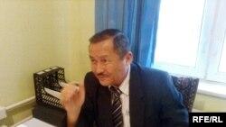 «Азат» партиясының Жамбыл облыстық филиалының басшысы Якобжан Жүнісбеков. Тараз, ақпан, 2009 жыл.