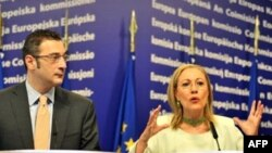 EU External Relations Commissioner Benita Ferrero-Waldner (right) and Georgian Prime Minister Lado Gurgenidze in Brussels