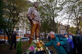 Открытие памятника Георгию Маркову в Софии. Ноябрь 2014 года